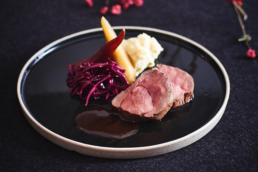 Teller mit Gourmetküche in Rüssels Landhaus